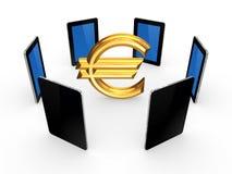 PC ταμπλετών γύρω από το σημάδι του ευρώ. Στοκ Φωτογραφία