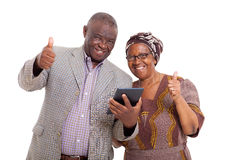Pc africano senior della compressa delle coppie Immagini Stock