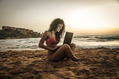 With the pc at the beach Royalty Free Stock Photography