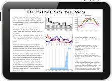 PC da tabuleta com notícias de negócios na tela. Fotos de Stock