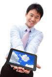 PC da tabuleta da mostra do homem de negócio com sorriso Imagem de Stock Royalty Free