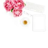 PC da tabuleta, teclado, café Senhora do negócio do local de trabalho do escritório domiciliário imagens de stock royalty free
