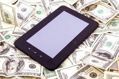 PC de comprimé au-dessus des dollars Photos stock