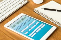 PC de comprimé de Digital montrant le formulaire de demande de travail en ligne Photo stock