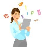 PC de la tableta del holdibg de la mujer