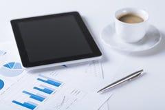 PC de Tablette avec la tasse de café Images libres de droits