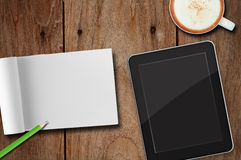 PC de tablette. et cahier de papier Images libres de droits