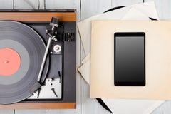 PC de Tablette et plaque tournante de lp de vintage image libre de droits