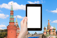 PC de Tablette et tours de Moscou Kremlin Photographie stock libre de droits