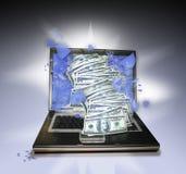 PC del computer portatile con soldi Fotografie Stock Libere da Diritti