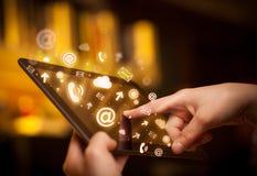 PC der Handrührenden Tablette, Sozialwerbekonzeption Lizenzfreie Stockfotografie