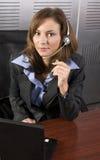 PC di Telesales del Brunette immagine stock