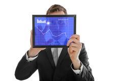 PC do touchpad da terra arrendada do homem de negócios com mercado de valores de acção Fotografia de Stock