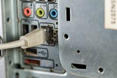 PC gris relié de commutateur d'Internet dessus image stock