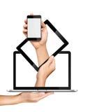 PC och bärbar dator för begreppssmartphonetablet i händer Arkivbild
