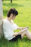 PC van de tablet een vrouw Stock Fotografie