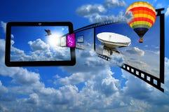 PC van de tablet met de strook en de Ballon van de Film Royalty-vrije Stock Foto's