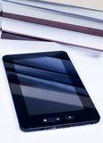 PC van de tablet voor sommige boeken Stock Foto