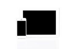 PC y smartphone blancos de la tablilla Foto de archivo libre de regalías