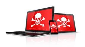 PC y smartphone de la tableta del ordenador portátil con símbolos del pirata en la pantalla H Fotos de archivo