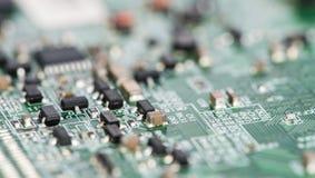 PCB с различными компонентами (снятый конец-вверх) Стоковые Изображения RF