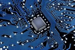 PCB med mikrochipens Fotografering för Bildbyråer