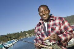 Pêche de mouche d'homme sur le lac Photos libres de droits