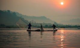 Pêcheur Fishing de lever de soleil Images libres de droits