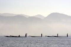 Pêcheurs sur le lac Inle dans Myanmar Photographie stock libre de droits