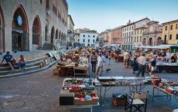 Pchli targ w Rimini, Włochy fotografia royalty free