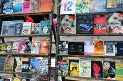 Pchli targ w stary Hawańskim, książki o Che i Fidel, obrazy royalty free
