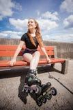 Pcteres de ruedas del montar a caballo de la mujer joven Fotografía de archivo libre de regalías