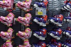 Pcteres de ruedas en la tienda Fotografía de archivo libre de regalías