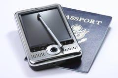 PDA con il passaporto Fotografie Stock Libere da Diritti