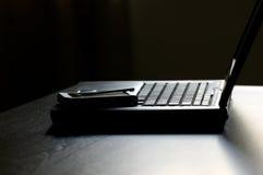 PDA encima de la computadora portátil foto de archivo