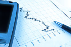 PDA und Feder auf auf lagerdiagramm Lizenzfreie Stockfotos