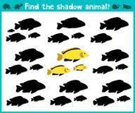 Pädagogisches Kinderkarikaturspiel für Kinder des Vorschulalters Finden Sie den rechten Schatten von netten Aquariumfischen Vekto Stockfotos