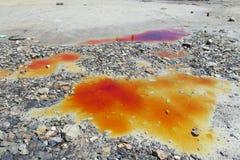 Pddle με το πορτοκαλί νερό χρώματος μετάλλων Στοκ Εικόνες