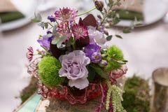 Peça central floral rústica Fotografia de Stock Royalty Free