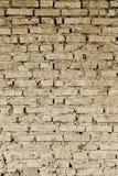 Peça da parede de partes do tijolo de uma construção velha para a demolição toning imagem de stock royalty free