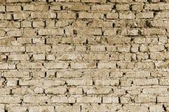 Peça da parede de partes do tijolo de uma construção velha para a demolição toning imagens de stock royalty free