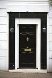 Peça de madeira preto e branco da porta de uma HOME fotografia de stock royalty free
