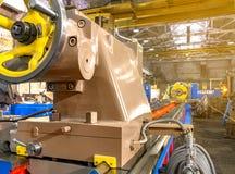 Peça do close up da máquina industrial na fábrica em trabajo em metal fotografia de stock