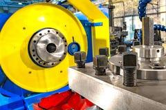 Peça do close up da máquina industrial na fábrica em trabajo em metal imagens de stock royalty free