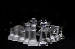 Peça do jogo de xadrez de vidro preta & branca Fotos de Stock Royalty Free