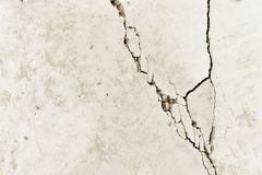 Peça do muro de cimento com uma quebra da construção velha Fundo toning imagem de stock