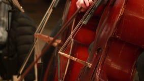 A peça do violoncelo, músicos executa o concerto clássico da música, instrumentos filme