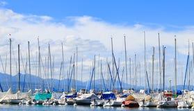 Peça dos iate e dos barcos no porto de Ouchy fotos de stock royalty free