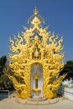Peça dourada do templo branco Foto de Stock Royalty Free