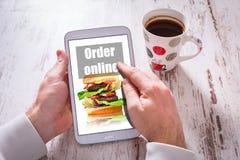 Peça o fast food na tabuleta com um copo do coffeee preto Fotografia de Stock Royalty Free